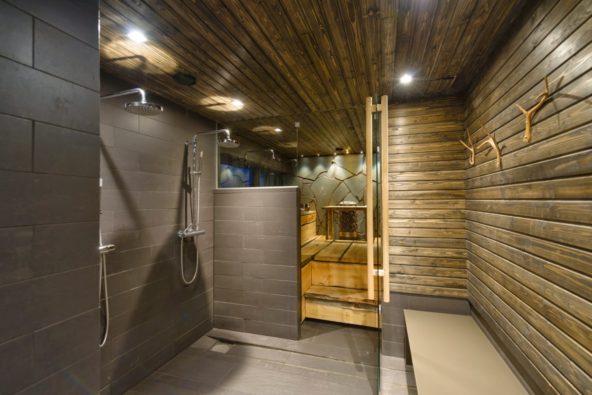 Levi'n'Sky Luxury Villa Shower and Sauna
